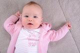 414003 Roze vestje met capuchon zomer